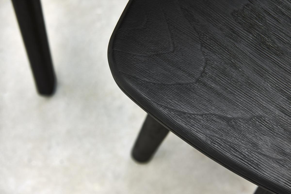 teca-negra-cepillada-el-equilibrio-perfecto-entre-indulgencia-y-sofisticacion