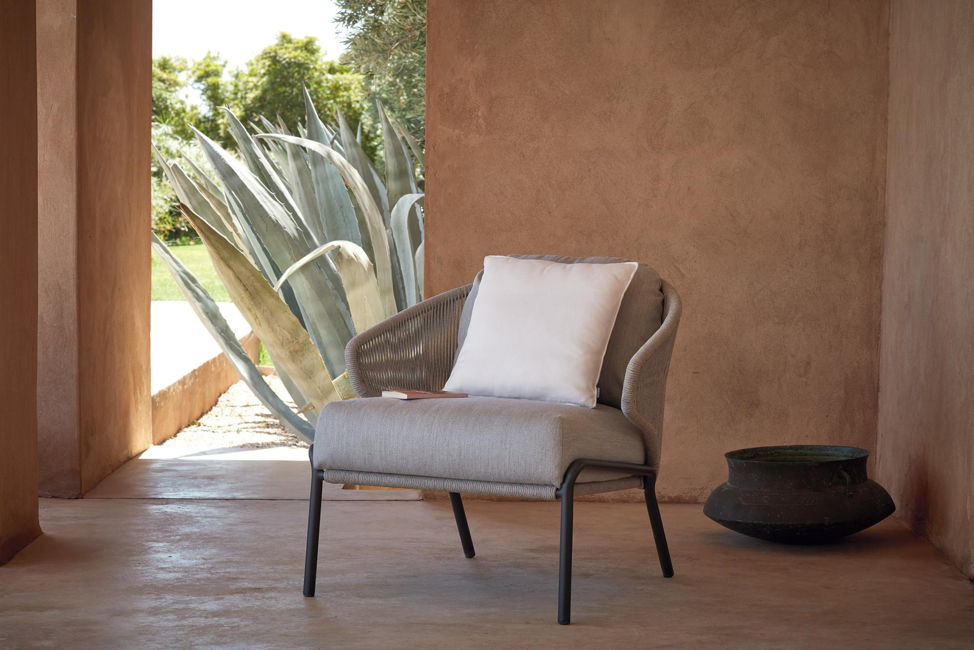 Radius lounge chair in small patio