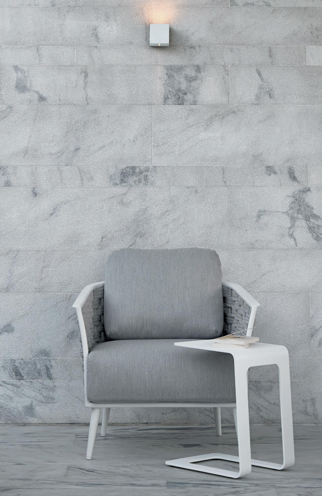 Cascade lounge chair with side table