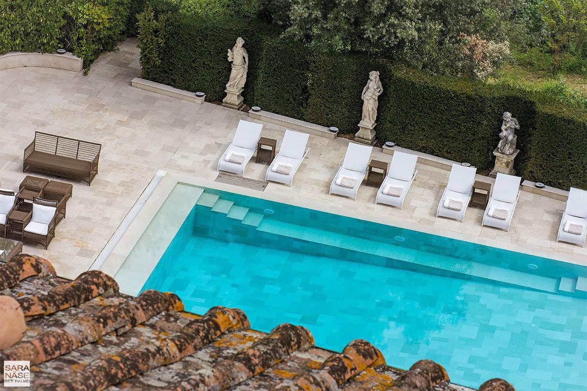 Latona loungers and Malibu sofa by the pool at Villa Cora