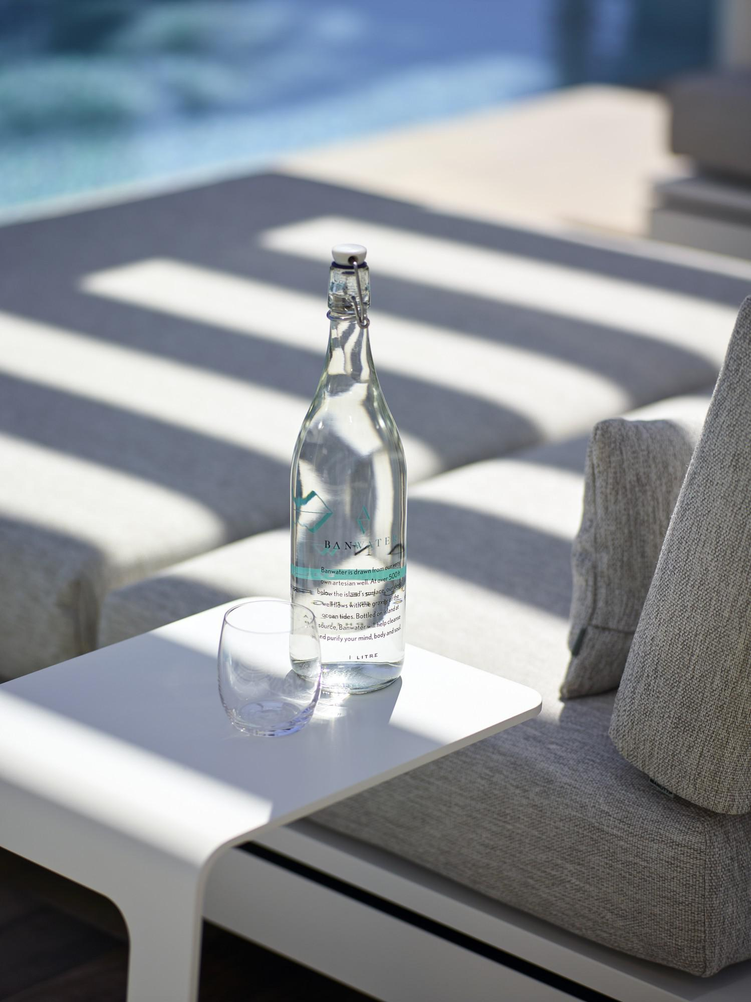 Elements outdoor sidetable