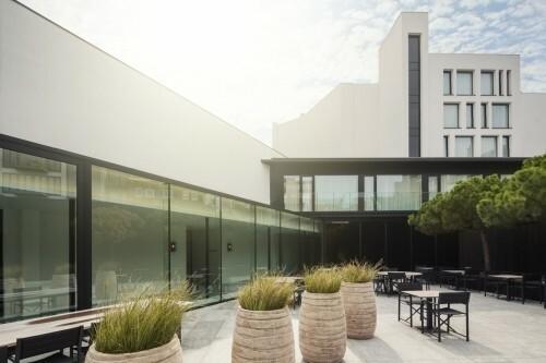 Parkhotel Kortrijk met buitenmeubilair