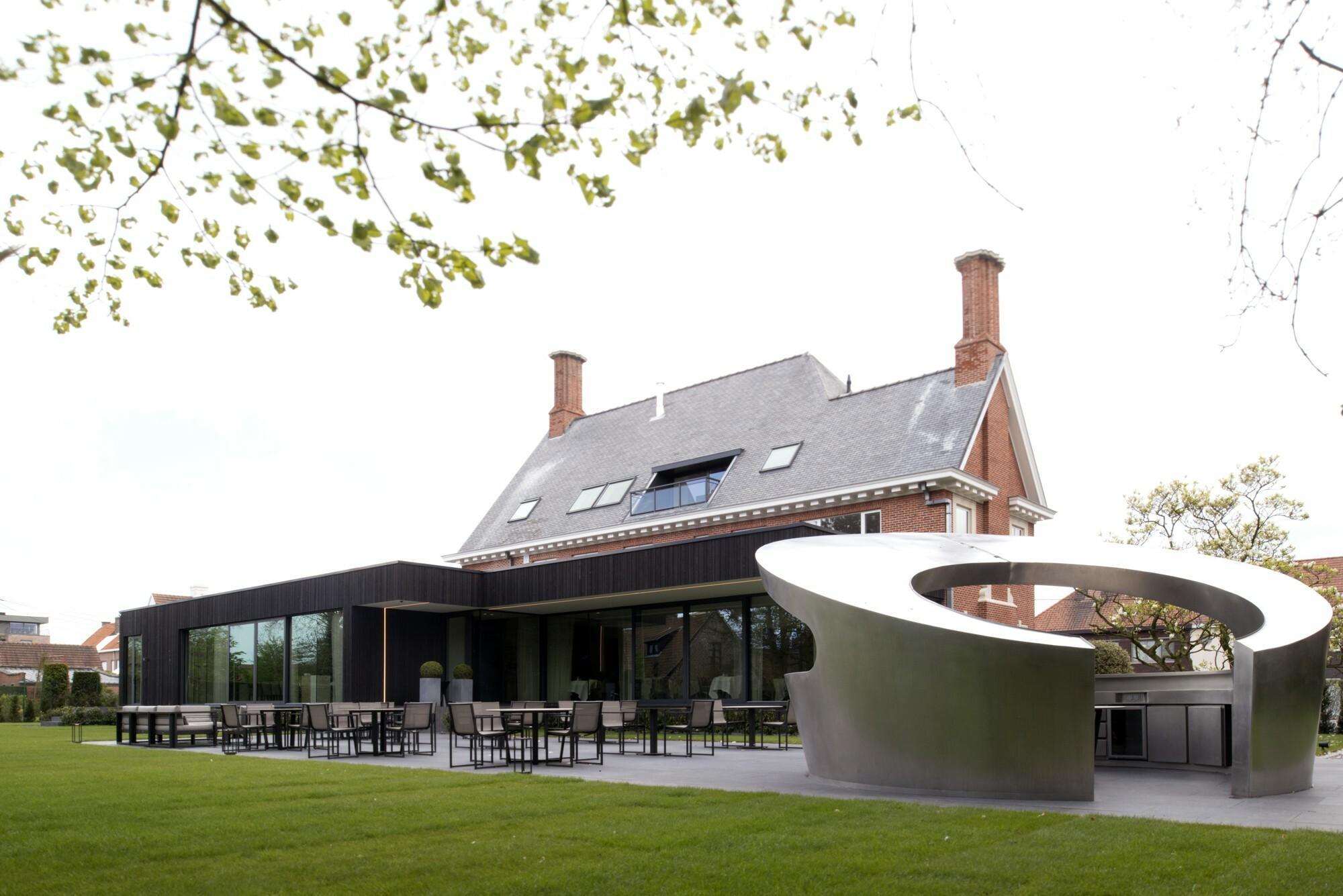 Terras van restaurant Boury