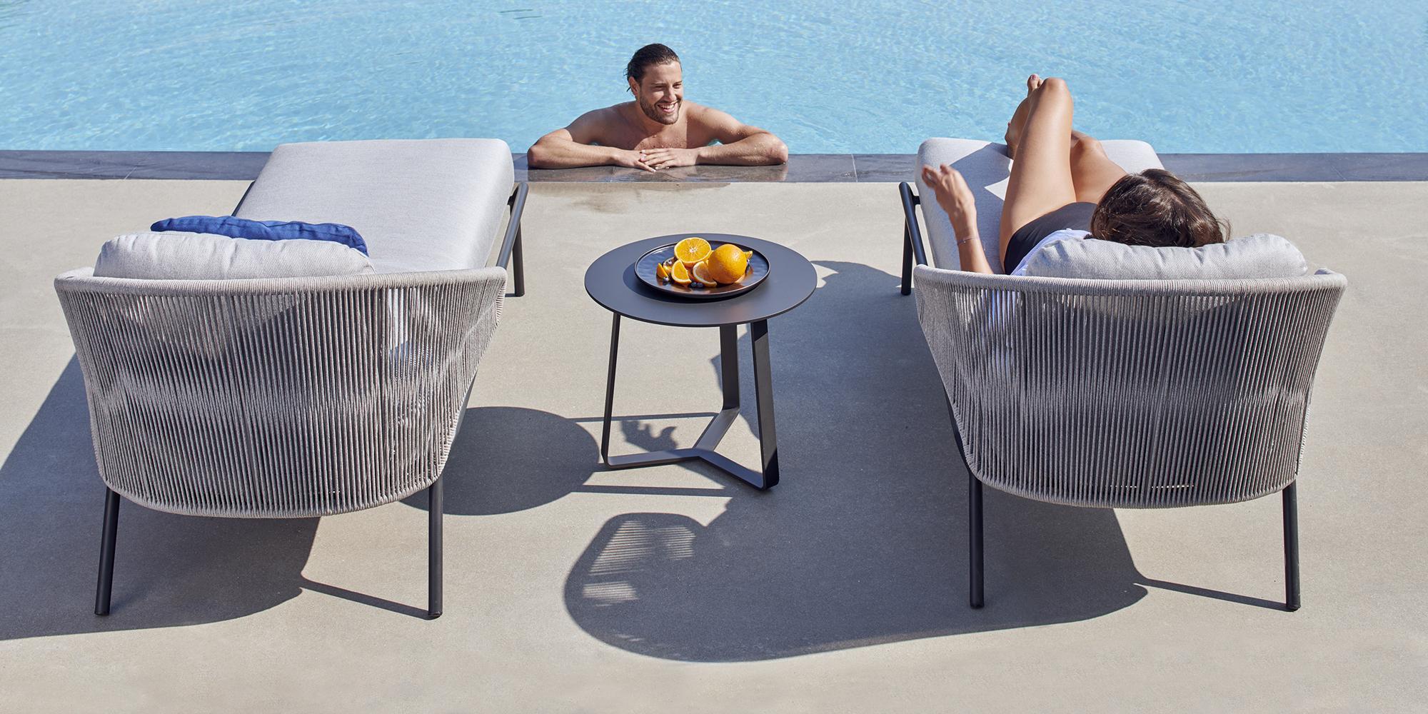 Radius lounge chair