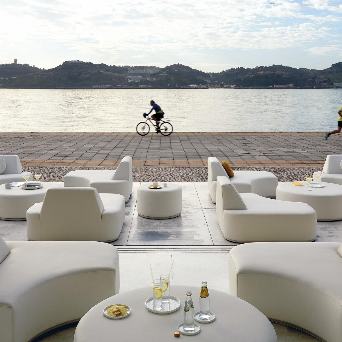 Napoli Bar Tables